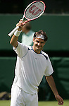 Tennis All England Championships Wimbledon Roger Federer (SUI) jubelt in seinem Match gegen Paul-Henri Mathieu (FRA).