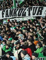 FUSSBALL   1. BUNDESLIGA   SAISON 2011/2012    16. SPIELTAG SV Werder Bremen - VfL Wolfsburg          10.12.2011 Fans vom SV Werder Bremen mit einem Plakat mit der Aufschrift: FANKULTUR