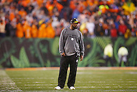 Head coach Mike Tomlin of the Pittsburgh Steelers looks on from the sideline against the Cincinnati Bengals during the Wild Card playoff game at Paul Brown Stadium on January 9, 2016 in Cincinnati, Ohio. (Photo by Jared Wickerham/DKPittsburghSports)