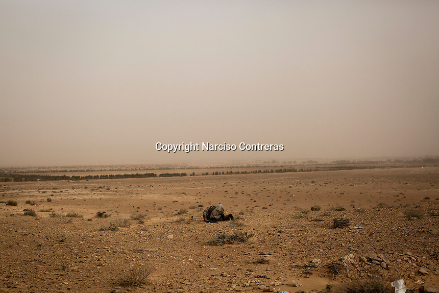 Friday 20, May 2016: A Libyan fighter is seen praying at the fronline in Abugrein during the ongoing fighting against IS (iSlamic State) in Libya.