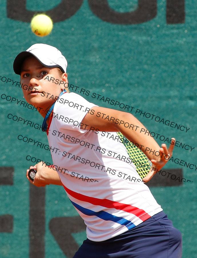 Tenis, World Championship U-14.Paraguay-Czezh Republic.Camila Giangreco Vs. Katerina Siniakova.Camila Giangreco, returnes.Prostejov, 02.08.2010..foto: Srdjan Stevanovic/Starsportphoto ©