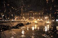 Roma 12 Dicembre 2008.Il fiume Tevere in piena per le piogge .Rome 8 December 2008.The river Tiber in flood  for the rains.