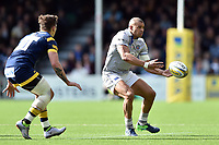 Jonathan Joseph of Bath Rugby passes the ball. Aviva Premiership match, between Worcester Warriors and Bath Rugby on April 15, 2017 at Sixways Stadium in Worcester, England. Photo by: Patrick Khachfe / Onside Images