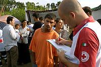 Roma 21 Luglio 2008 .Censimento della Croce Rossa in un  campo rom  in via della Magliana  abitato da circa  50 rom rumeni .Census of the Red Cross in Rom's camps  in a community of some 50 Romanian Romani  living in an illegal camp in Via Magliana....
