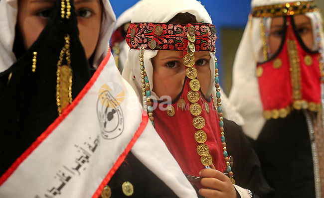 Palestinian girls wear heritage as they pose for a photograph during a ceremony, in Gaza City April 20, 2017. Photo by Ashraf Amra