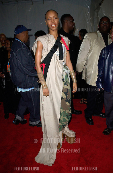 Singer ERYKAH BADU at the 15th Annual Soul Train Music Awards in Los Angeles..28FEB2001.  © Paul Smith/Featureflash