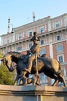 Monumento equestre al Carabiniere. Equestrian monument to Policeman.