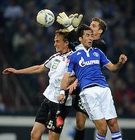 FUSSBALL   1. BUNDESLIGA   SAISON 2011/2012    9. SPIELTAG FC Schalke 04  - 1. FC Kaiserslautern                      15.10.2011 Martin AMEDICK (li) und Torwart Kevin TRAPP (Mitte, beide Kaiserslautern) gegen RAUL (re, Schalke)