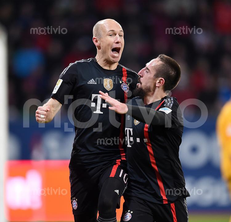 Fussball  1. Bundesliga  Saison 2014/2015  15. Spieltag  FC Augsburg - FC Bayern Muenchen     13.12.2014 JUBEL FC Bayern Muenchen; Arjen Robben (li) und Franck Ribery