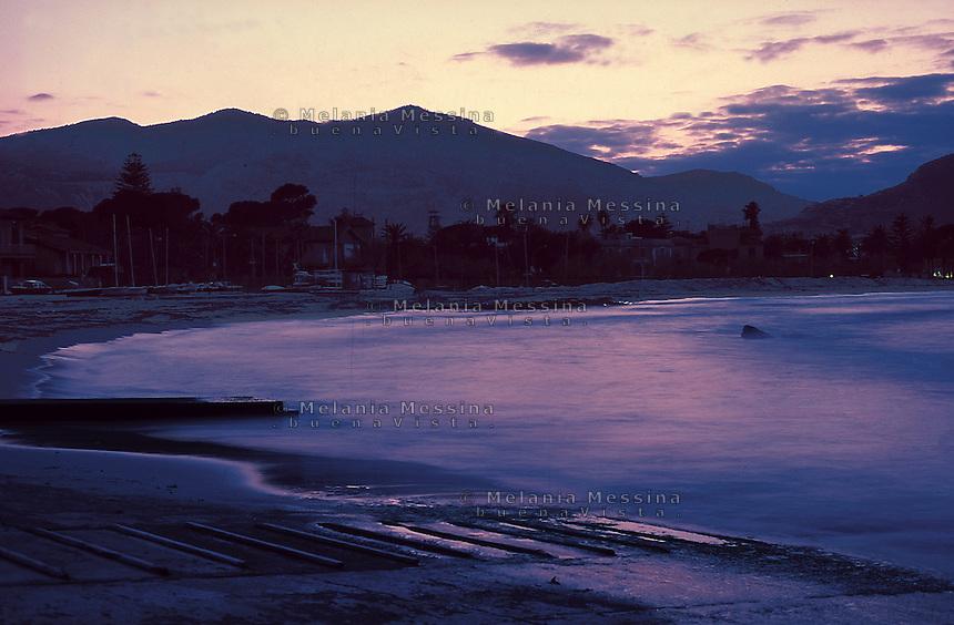 After sunset, Mondello beach, Palermo.<br /> Dopo il tramonto, spiaggia di Mondello, Palermo.