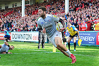 Matt Banahan of Bath Rugby runs in a second half try. Aviva Premiership match, between Gloucester Rugby and Bath Rugby on October 1, 2016 at Kingsholm Stadium in Gloucester, England. Photo by: Patrick Khachfe / Onside Images