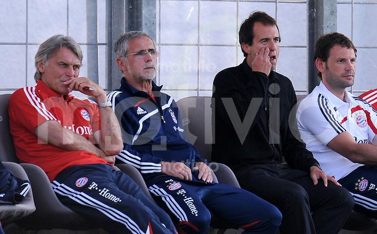 FUSSBALL     3. BUNDESLIGA     SAISON 2009/2010     25.07.2009 FC Bayern Muenchen 2 - SpVgg Unterhaching Co Trainer Gerd Mueller  mit Trainer Mehmet Scholl ( FC Bayern II )