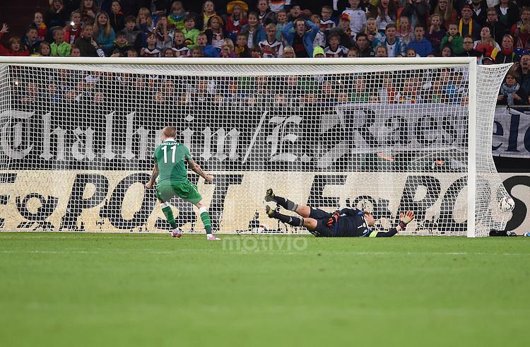Fussball International EM 2016-Qualifikation  Gruppe D  in Gelsenkirchen 14.10.2014 Deutschland - Irland Torwart Manuel Neuer (Deutschland rechts) kann den Treffer zum 1:1 durch John O'Shea (Irland nicht im Bild) nicht verhindern.