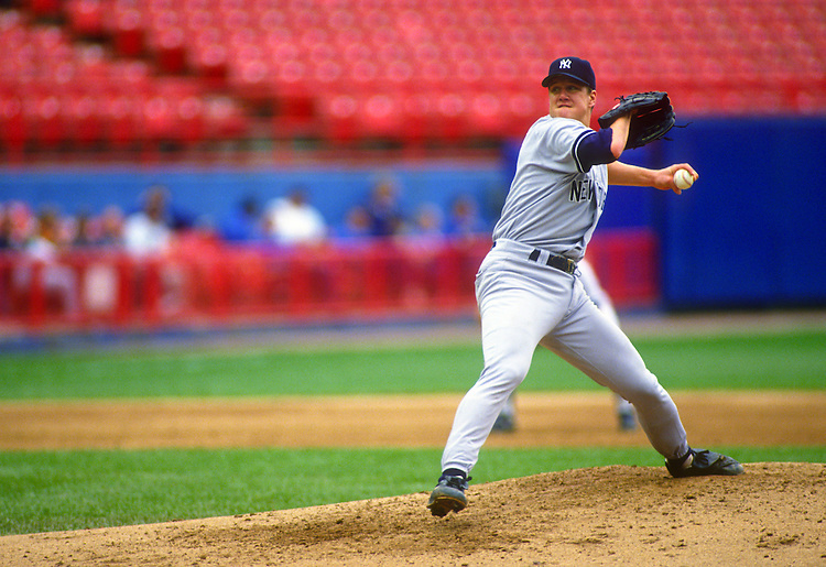 MILWAUKEE, WI - SEPTEMBER 15:  Jim Abbott of the New York Yankees pitches against the Milwaukee Brewers at County Stadium in Milwaukee, Wisconsin on September 15, 1993.  Abbott played with the Yankees from 1993-1994.  (Photo by Ron Vesely)   Subject: Jim Abbott