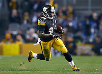 DeAngelo Williams #34 of the Pittsburgh Steelers runs with the ball in the second half against the Indianapolis Colts during the game at Heinz Field on December 6, 2015 in Pittsburgh, Pennsylvania. (Photo by Jared Wickerham/DKPittsburghSports)