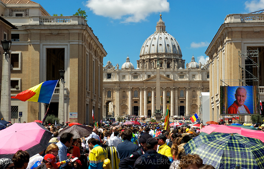 Large screens broadcast the mass in several places in Rome to allow everyone to follow the event