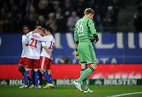 FUSSBALL   1. BUNDESLIGA    SAISON 2012/2013    14. Spieltag   Hamburger SV - FC Schalke 04                               27.11.2012 Lars Unnerstall (FC Schalke 04) wendet sich nach dem 1:0 enttaeuscht von den jubelnden Hamburgern ab