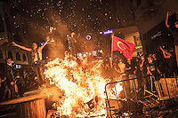 In this Saturday, Jun. 15, 2013 photo, protesters set up a barricade on Istiklal street as clashes spark out after anti-riot police attacked a peaceful rally in Gezi park of Taksim Square during the ongoing turmoil in Istanbul, Turkey. (Photo/Narciso Contreras).