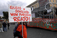 Roma 11 Marzo 2006.Strett Parade nazionale, organizzata dal movimento antiproibizionista, per chiedere l'abrogazione della legge Fini-Giovanardi, sulle droghe..Rome March 11, 2006.National Strett Parade,organized by the prohibitionist movement,to demand the repeal of the law Fini-Giovanardi, on the drugs..The banner reads: Right or wrong, can not be a crime!