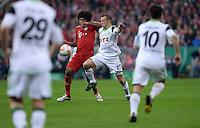 FUSSBALL  DFB-POKAL  HALBFINALE  SAISON 2012/2013    FC Bayern Muenchen - VfL Wolfsburg            16.04.2013 Dante (li, FC Bayern Muenchen) gegen Ivica Olic (re, VfL Wolfsburg)
