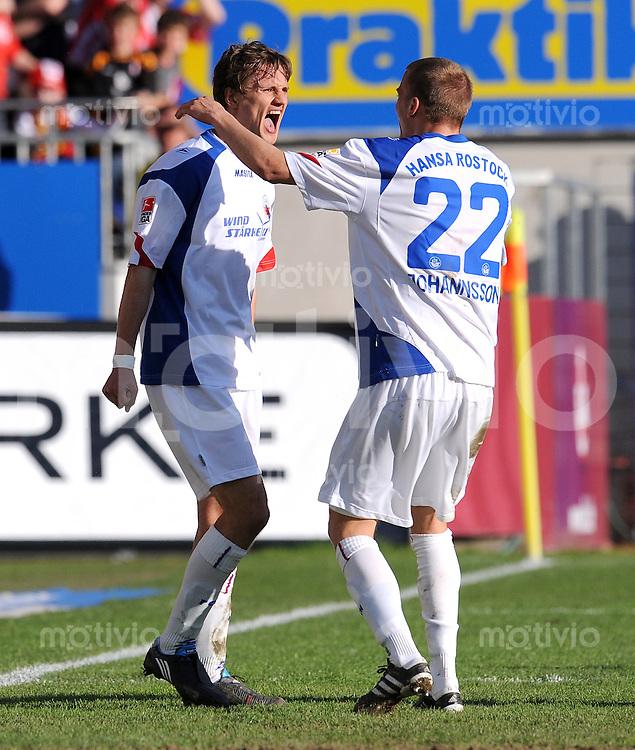 2. Fussball Bundesliga:  Saison   2009/2010  , 32.  Spieltag  Kaiserslautern - Hansa Rostock    23.04.2010 JUBEL MIT Gardar Johannsson, Kai Buelow (V. RE., Rostock)