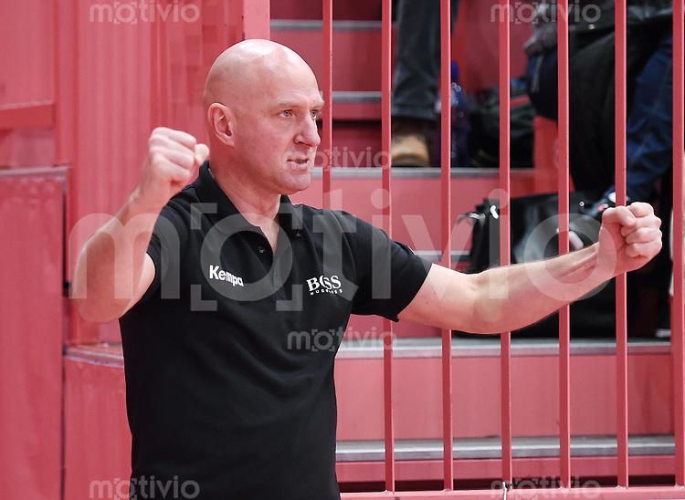 Handball 1. Bundesliga Frauen 2015/2016:   in der Paul Horn Arena Tuebingen TuS Metzingen - Borussia Dortmund     29.12.2015 Geschaeftsfuehrer Ferenc Rott (TuS) jubelt