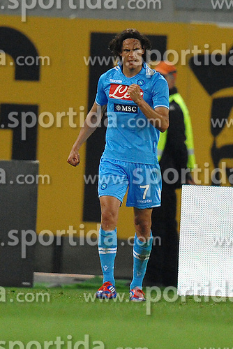 28.04.2012, Olympiastadion, Rom, ITA, Serie A, AS Rom vs SSC Neapel, 35. Spieltag, im Bild Esultanza dopo il gol di Edison Cavani (Napoli) the football match of Italian 'Serie A' league, 35th round, between AS Rom and SSC Neapel at Olympic Stadium, Rome, Italy on 2012/04/28. EXPA Pictures © 2012, PhotoCredit: EXPA/ Insidefoto/ Antonietta Baldassarre..***** ATTENTION - for AUT, SLO, CRO, SRB, SUI and SWE only *****