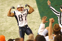 Patriots wide receiver David Givens (#87) reacts to scoring a touchdown in 2nd quarter at Super Bowl XXXIX at Alltel Stadium in Jacksonville February 6, 2005. (ROBERTO GONZALEZ/Orlando Sentinel)     trax 00050275A