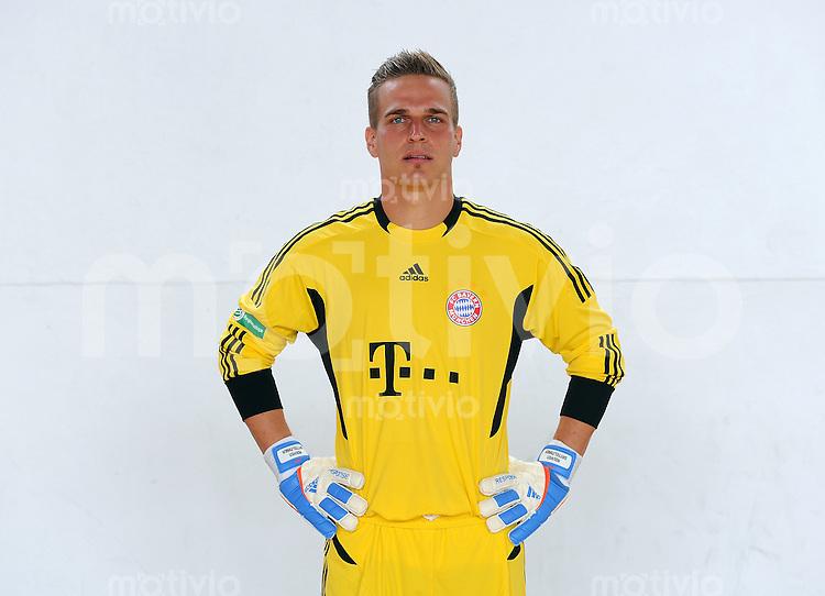 FUSSBALL  Regionalliga Sued     SAISON  2011/2012     22.07.2011 Fototermin beim  FC Bayern Muenchen II Rouven Sattelmaier (FC Bayern II)