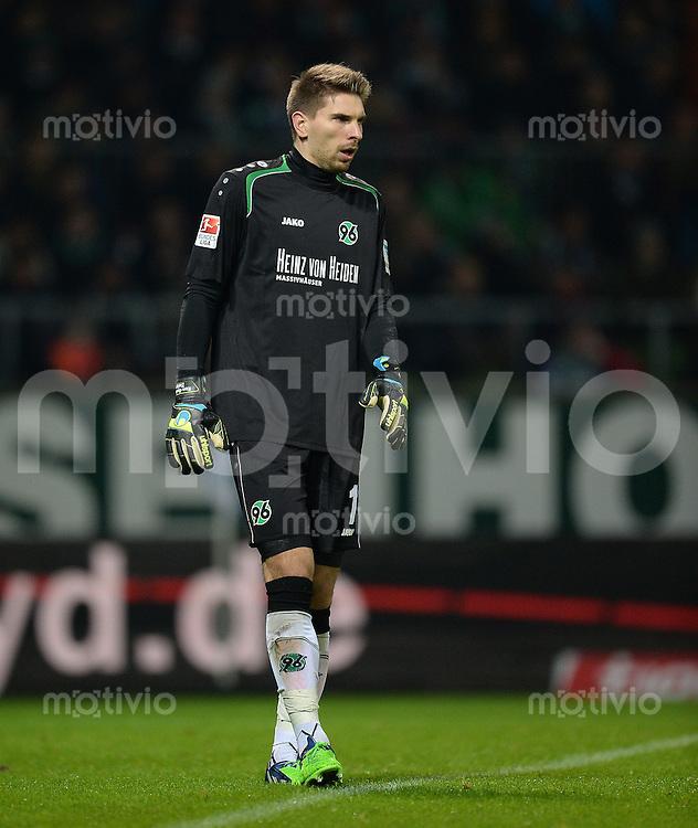 FUSSBALL   1. BUNDESLIGA   SAISON 2014/2015   15. SPIELTAG SV Werder Bremen - Hannover 96                         13.12.2014 Ron-Robert Zieler (Hannover 96)
