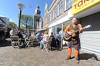 ALGEMEEN: JOURE: Koningsdag in de Midstraat en bloemenmarkt in Park Heremastate, ©foto Martin de Jong