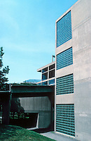 Le Corbusier: Carpenter Center, Harvard. Quincy St. elevation.