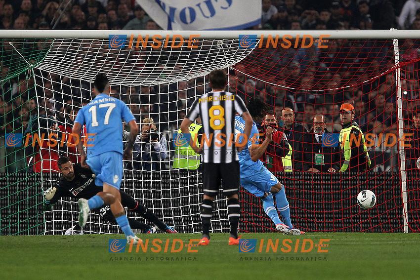 Gol di Edinson Cavani Napoli.Goal .Roma 20/05/2012 Stadio Olimpico.Football Calcio 2011/2012 Tim Cup.Finale Final.Juventus vs Napoli.Foto Insidefoto Paolo Nucci