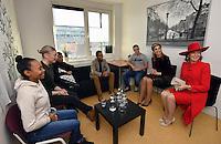La reine Mathilde de Belgique et la reine Maxima des Pays-Bas lors dans un centre pour jeunes en difficult&eacute;, lors d'une visite d'&eacute;tat de 3 jours aux Pays-Bas.<br /> Pays-Bas, Amsterdam, 28 novembre 2016.<br /> Queen Mathilde of Belgium &amp; Queen Maxima of The Netherlands during a visit in a welfare center for youth, during day two of the state visit to the Netherlands.<br /> Netherlands, <br /> The Netherlands, Amsterdam, 29 november 2016.