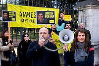 Roma 15 Gennaio 2015<br /> Sit-in di Amnesty International Italia, davanti all'Ambasciata dell'Arabia Saudita  per chiedere l&rsquo;annullamento della condanna a 10 anni di carcere e a 1000 frustate inflitta a Raif Badawi blogger saudita imprigionato con l'accusa di apostasia. Antonio Marchesi Presidente di Amnesty International Italia, con il microfono.<br /> Rome January 15, 2015<br /> Sit-in of Amnesty International Italy, in front of the Embassy of Saudi Arabia to ask for the annulment of the sentence of 10 years in prison and 1000 lashes inflicted on Raif Badawi Saudi blogger jailed on charges of apostasy.Antonio Marchesi President of Amnesty International Italy, with the microphone.