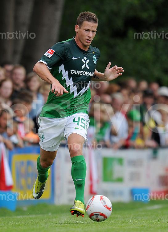 FUSSBALL     1. BUNDESLIGA     SAISON 2010/2011     TESTSPIEL FC Hambergen - SV Werder Bremen      17.07.2010  Timo PERTHEL (SV Werder Bremen) Einzelaktion am Ball