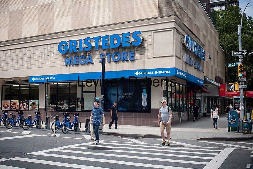 A Gristedes supermarket in the Chelsea neighborhood of New York on Sunday, July 21, 2013. The ubiquitous chain is owned by billionaire NYC mayoral candidate John Catsimatidis. (© Richard B. Levine)
