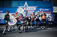 swinging 'coureurs' before the race start<br /> <br /> Kuurne-Brussel-Kuurne 2016