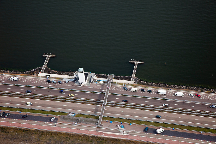 Nederland, Noord-Holland, Gemeente Wieringen, 28-04-2010; Afsluitdijk ter hoogte van het Monument, de plaats waar in 1932 De Vlieter, het laatste gat, werd gesloten..Enclosure Dam at the height of the Monument, where in 1932 the Vlieter, the last opening, was closed..luchtfoto (toeslag), aerial photo (additional fee required).foto/photo Siebe Swart
