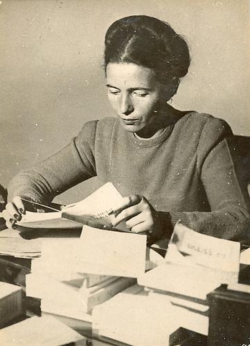 """Le Prix Goncourt à été attribué a Madame  Simone de Beauvoir pour son libre """"Les Mandarins"""". Pages de France no. 11.236."""