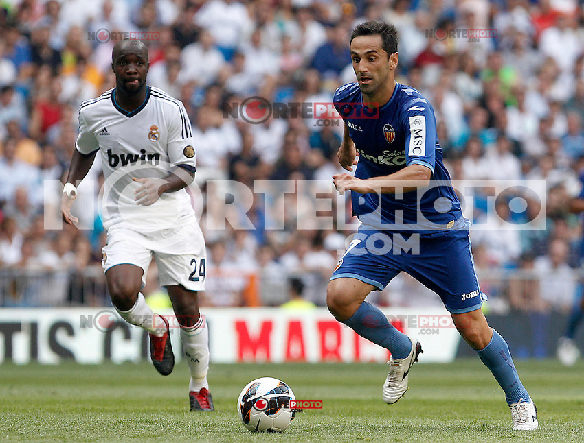 Real Madrid's Lass Diarra (l) and Valencia's Jonas during La Liga match.August 19,2012. (ALTERPHOTOS/Acero) /NortePhoto.com<br />