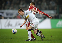 FUSSBALL   1. BUNDESLIGA   SAISON 2011/2012   23. SPIELTAG Borussia Moenchengladbach - Hamburger SV         24.02.2012 Marco Reus (vorn, Borussia Moenchengladbach) gegen David Jarolim (hinten, Hamburger SV)