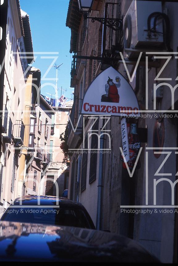 TOLEDO- ESPAÑA- 27-06-2005. Calles Toledo, España. Toledo's streets, Spain.  (Photo: VizzorImage)........