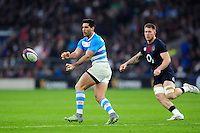 Jeronimo de la Fuente of Argentina passes the ball. Old Mutual Wealth Series International match between England and Argentina on November 26, 2016 at Twickenham Stadium in London, England. Photo by: Patrick Khachfe / Onside Images