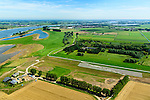 Nederland, Gelderland, Gemeente Brakel, 23-08-2016; Buitenpolder Het Munnikeland, ten oosten van Loevestein aan rivier de Waal. In het kader van het programma Ruimte voor de Rivier is de Waaldijk landinwaarts verlegd en heeft de Waal meer ruimte gekregen waardoor de rivier bij extreem hoogwater meer water kan afvoeren. Er is een nieuwe waterkerende dijk aangelegd, de Wakkere Dijk. Deze tribunedijk, een trapsgewijze dijk, biedt ook zitplaatsen aan bezoekers.<br /> National Project Ruimte voor de Rivier (Room for the River): the Waaldike has been shifted (inland direction) and as a consequence the river can transport the water more efficient in cas of high waters. The new dijk has the form of a gallery, offering seating to visitors.<br /> luchtfoto (toeslag op standard tarieven);<br /> aerial photo (additional fee required);<br /> copyright foto/photo Siebe Swart