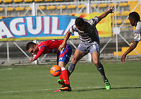 BOGOTA -COLOMBIA, 14-02-2017. Nicolas Roa (R) player of Tigres FC figths the ball against of Javier Reina (L) player of Deportivo Pasto during match for the date 3 of the Aguila League I 2017 played at Metropolitano de Techo stadium . Photo:VizzorImage / Felipe Caicedo  / Staff