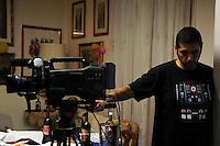 Lavoratori dello spettacolo durante la riprese di Casa Coop.Workers in the entertainment during the filming of House Coop.Andrea Arnone. Operatore.Cameraman..CASA COOP è una sit-com, prodotta dalla Coop, sulla vita quotidiana di persone di varia umanità, ambientata in un condominio. Gli episodi saranno diffusi via internet.HOUSE COOP is a sit-com produced by the Coop, about daily life of people with different  humanity , that live in a condominium. Episodes will be disseminated by Internet. ...