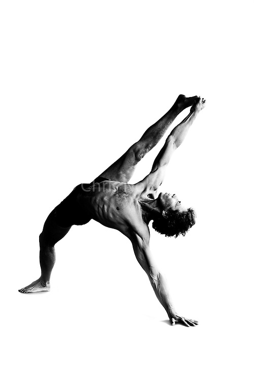 Yogi instructor Steven Brown demonstrating the yoga pose vasisthasana in a studio.