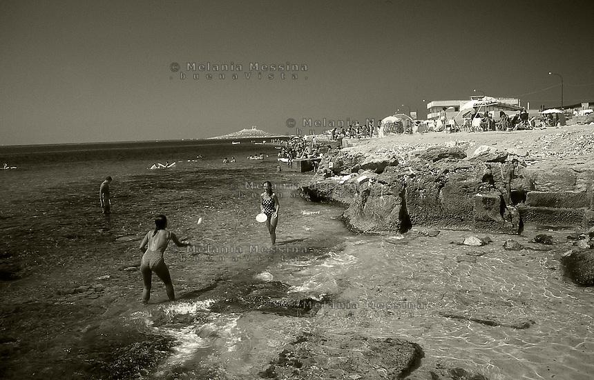 Sicilian ferragosto in one of the free beach in the island.<br /> Ferragosto siciliano in una delle ormai rare localit? marine con libero accesso in provincia di Palermo.