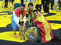 FUSSBALL      DFB POKAL FINALE       SAISON 2011/2012 Borussia Dortmund - FC Bayern Muenchen   12.05.2012 Ivan Perisic, Shinji Kagawa, Ilkay Guendogan (v. li., Borussia Dortmund) mit der Meisterschale und Pokal